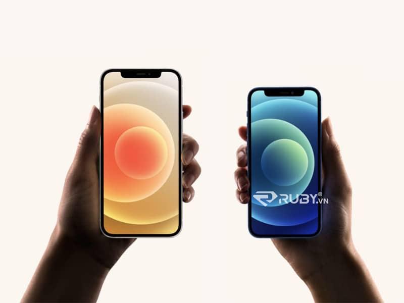Apple iPhone 12 và 12 điện thoại thông minh 5G mini cạnh nhau