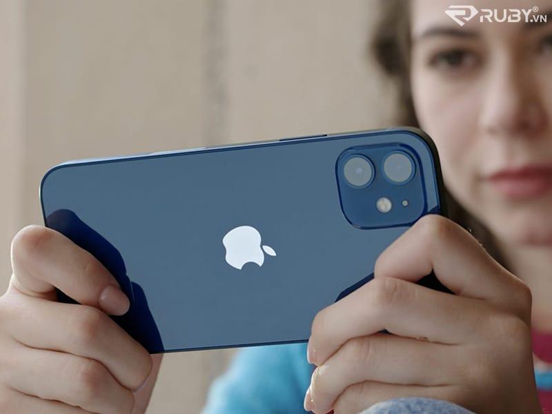 Iphone 12 mới đang được sử dụng