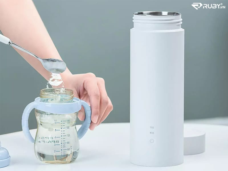 Có thể pha sữa nóng dành cho trẻ