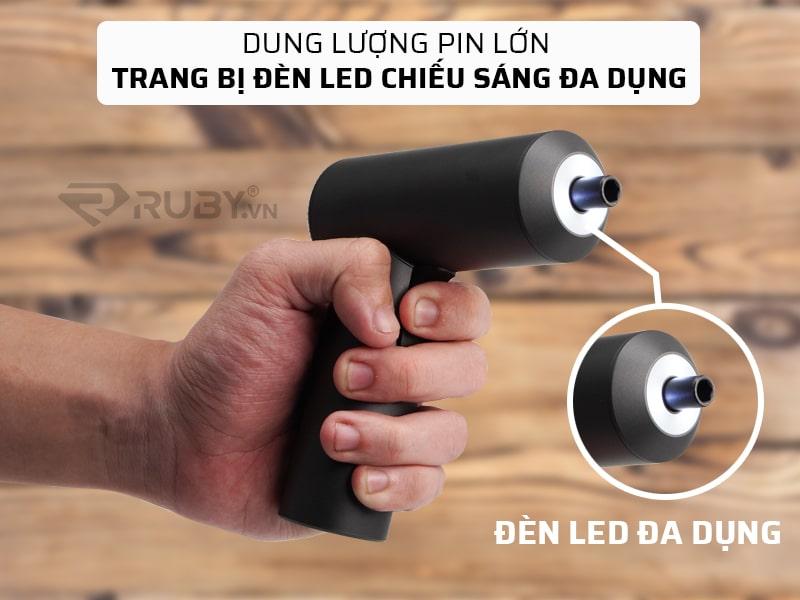 Dung lượng pin lớn và đèn LED tiện dụng