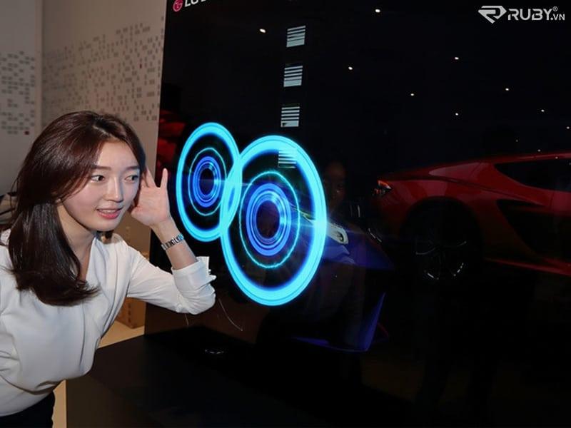Công nghệ âm thanh hiện đại của màn hình OLED tại phòng trưng bài CES 2021