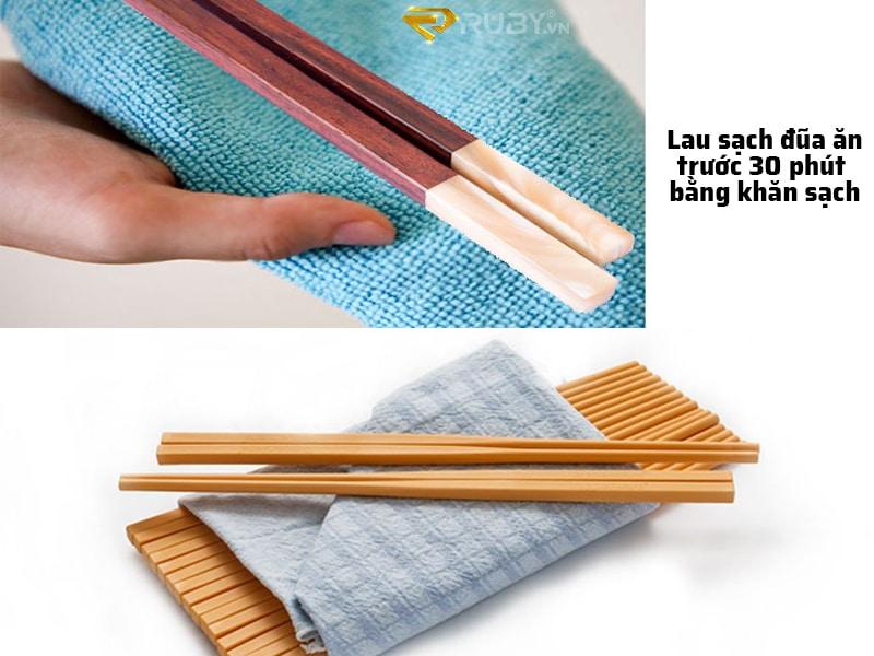 Lau sạch đũa ăn trước 30 phút bằng khăn sạch