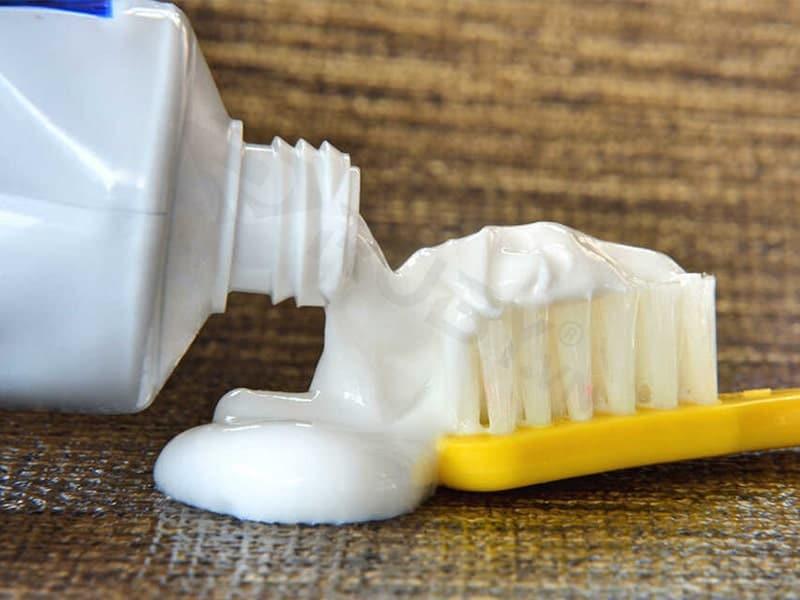Khử mùi bình giữ nhiệt hiệu quả bằng kem đánh răng