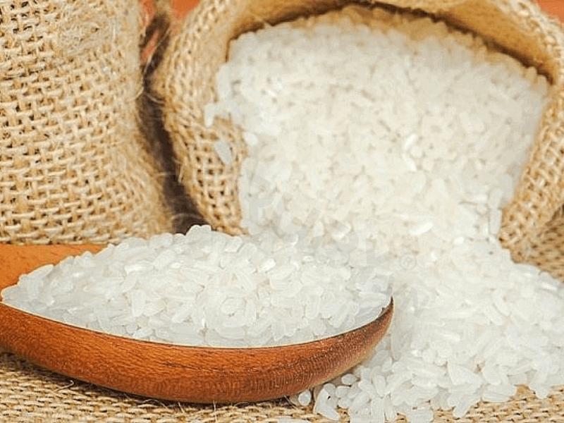 Cách làm giày nhanh khô với gạo