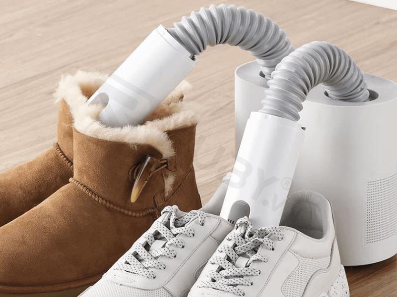 Sử dụng máy sấy giày chuyên dụng