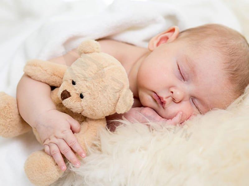 Có nên bật đèn khi ngủ cho trẻ sơ sinh