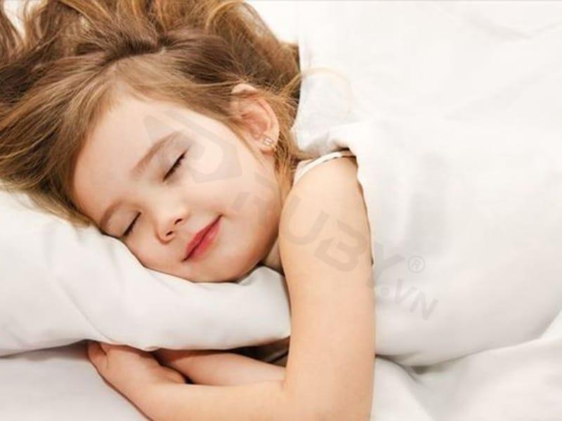 trẻ sơ sinh nên dùng đèn ngủ màu gì