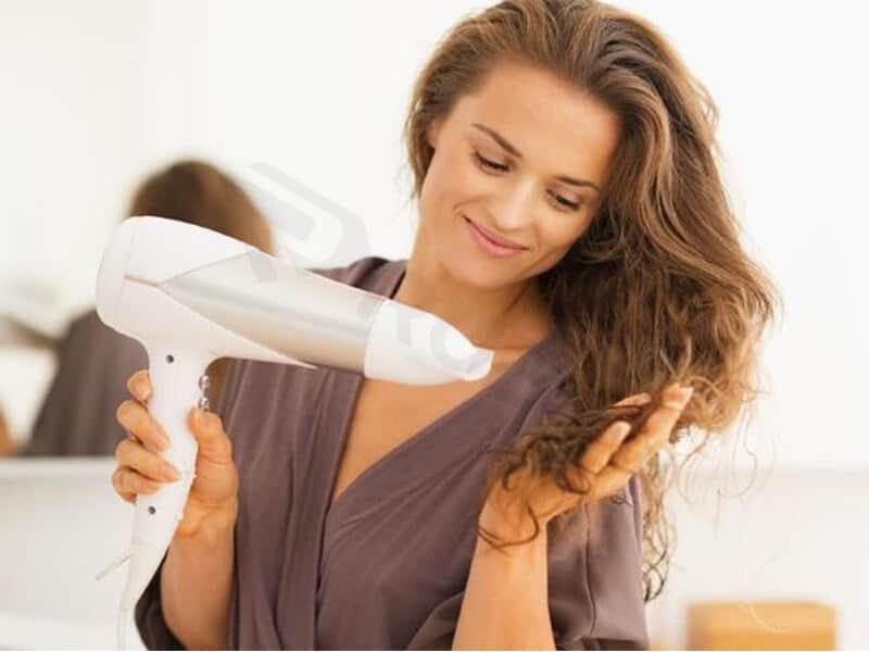 Máy sấy tóc giúp tóc nhanh khô