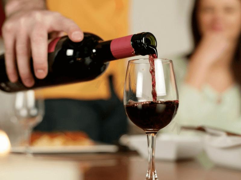 Rượu vang mở nắp để được trong bao lâu?
