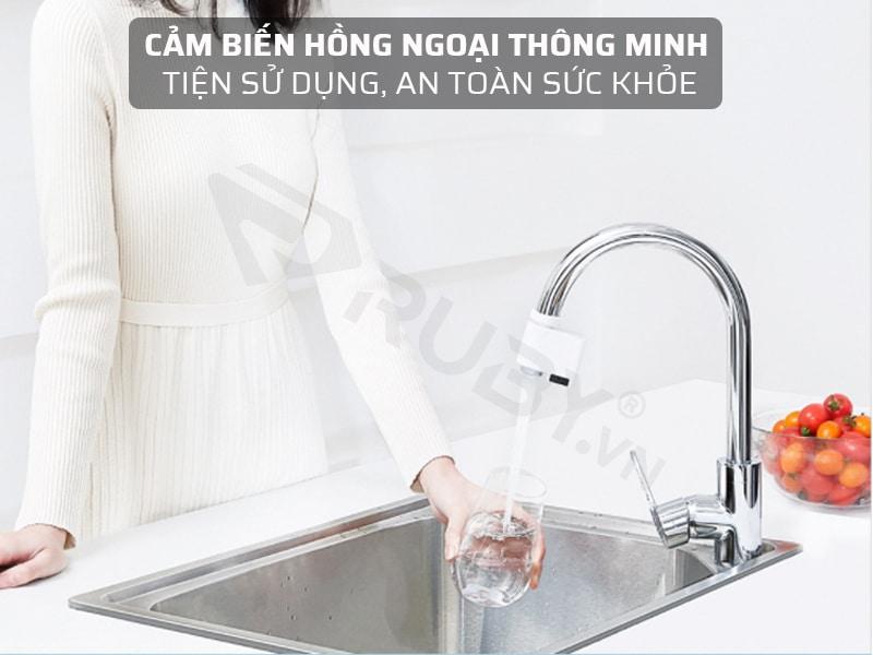 đầu vòi cảm biến xả nước sử dụng cảm biến hồng ngoại thông minh