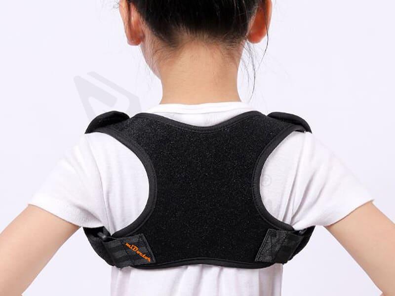 Đai chống gù lưng cho trẻ