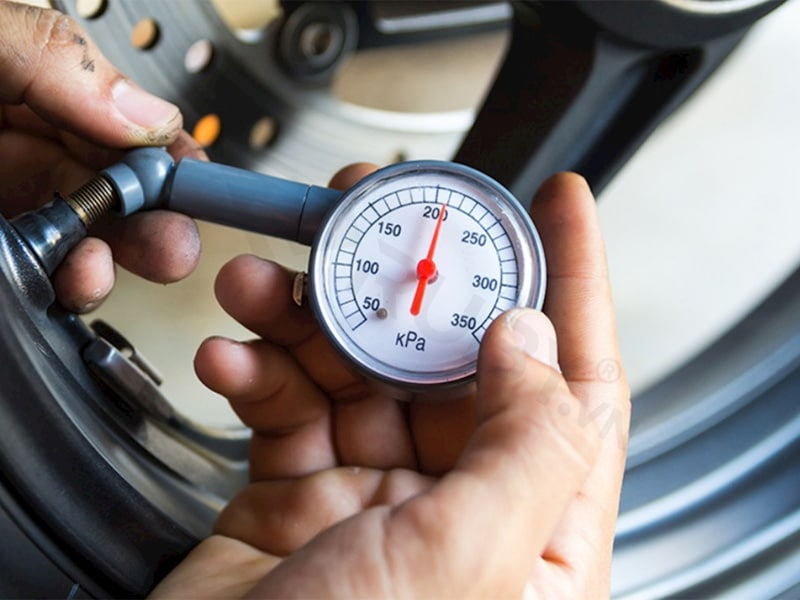 Bạn vẫn cần đo áp xuất lốp để bơm khí nito kịp thời