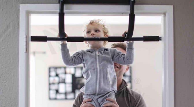 Trẻ em cũng có thể sử dụng xà đơn để tăng chiều cao