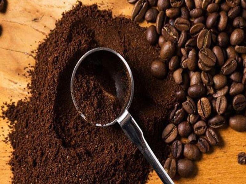 Dùng bột cà phê, bã cà phê