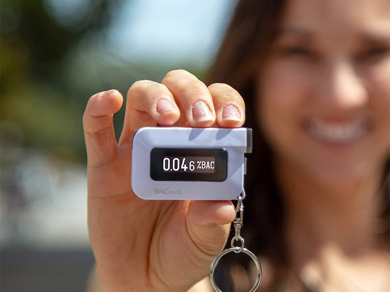 Máy đo nồng độ cồn BACtrack C6 Smartphone Keychain Breathalyzer