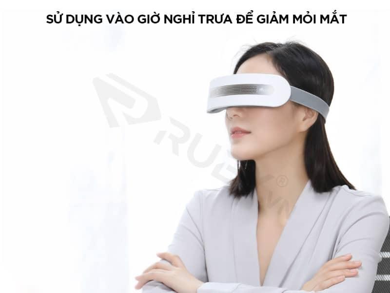 Máy massage mắt sử dụng vào giờ nghỉ trưa