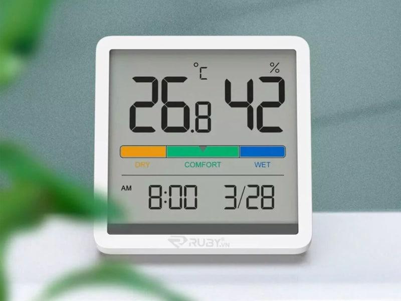 Sử dụng nhiệt kế ẩm để luôn theo dõi được nhiệt độ phòng của bé