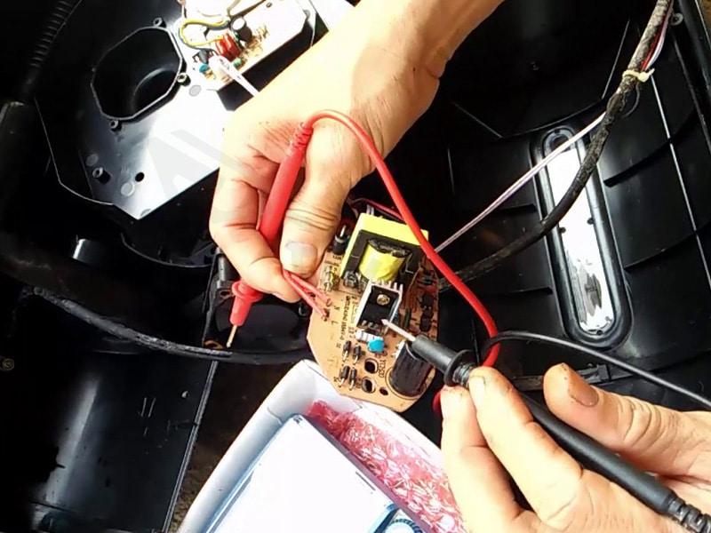 Quạt điều hòa không chạy có thể do tụ điện và bo mạch bị hỏng